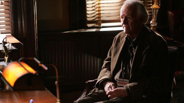 War Peter Ducek (Josef Sommer) ein ehemaliger Nazi Soldat? © Warner Bros. Ent...