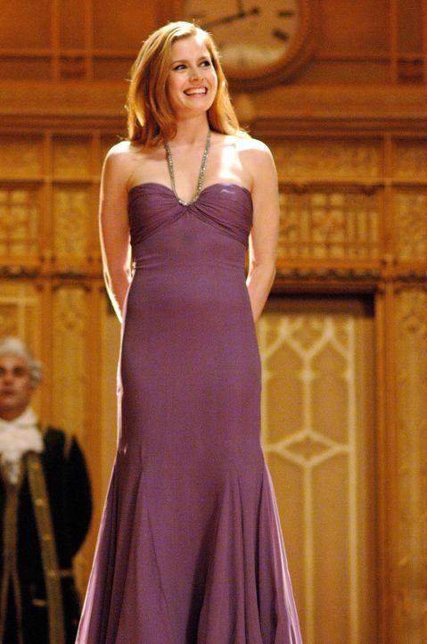 Prinzessin Giselle (Amy Adams) landet aufgrund ihrer bösen Schwiegermutter im Leben von Scheidungsanwalt Robert Philip und stellt dessen Leben geh - Bildquelle: Disney. All rights reserved
