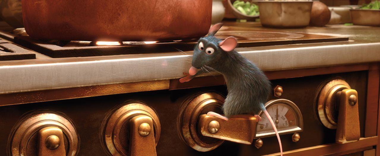 Heimlich macht sich die Ratte Remy in der Küche des Sternerestaurants zu schaffen - und startet damit endlich seine heißersehnte Koch-Karriere ... - Bildquelle: Disney/Pixar.  All rights reserved
