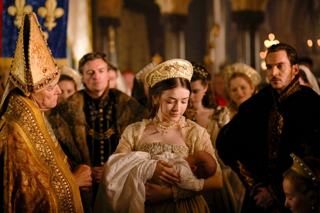 Während Königin Jane an Kindsbettfieber leidet, wird Prinz Edward im Beisein von König Henry (Jonathan Rhys Meyers, r.) und Mary (Sarah Bolger, M.)... - Bildquelle: 2009 TM Productions Limited/PA Tudors Inc. An Ireland-Canada Co-Production. All Rights Reserved.