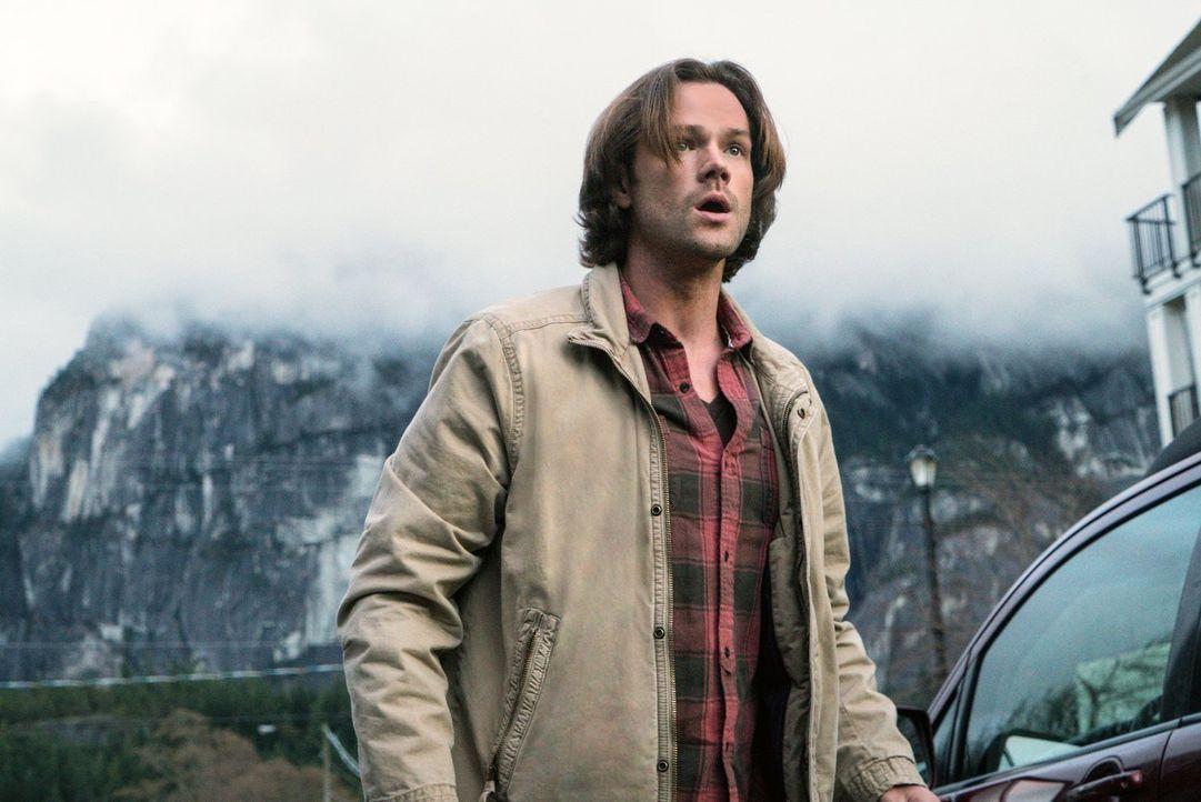 Sam (Jared Padalecki) ahnt nicht, dass während er gegen einen von Amaras Flüchen kämpft, ausgerechnet Metatron einem alten Bekannten die Leviten lie... - Bildquelle: 2014 Warner Brothers