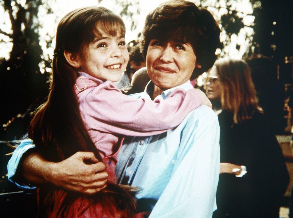 Mark hat Mutter (Bonnie Urseth, r.) und Tochter (Morgan Nagler, l.) wieder  zusammengeführt. - Bildquelle: Worldvision Enterprises, Inc.