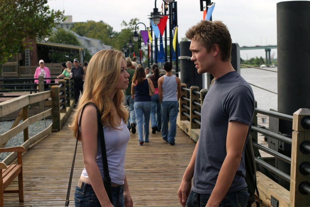 Geteiltes Leid ist halbes Leid: Lucas (Chad Michael Murray, r.) will Brooke und Haley (Bethany Joy Galeotti, l.) möchte Nathan wieder haben ... - Bildquelle: Warner Bros. Pictures