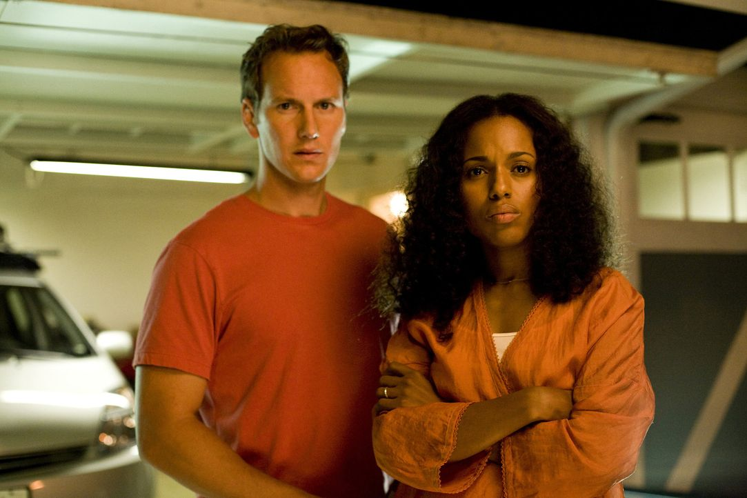 Als mitten in der Nacht der Alarm in der Garage der Mattsons losgeht, werden auch Lisa (Kerry Washington, r.) und Chris (Patrick Wilson, l.) alarmie... - Bildquelle: 2007 Screen Gems, Inc. All Rights Reserved.