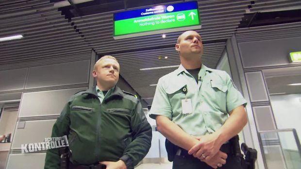 Achtung Kontrolle - Achtung Kontrolle! - Die Zöllner Am Flughafen Düsseldorf