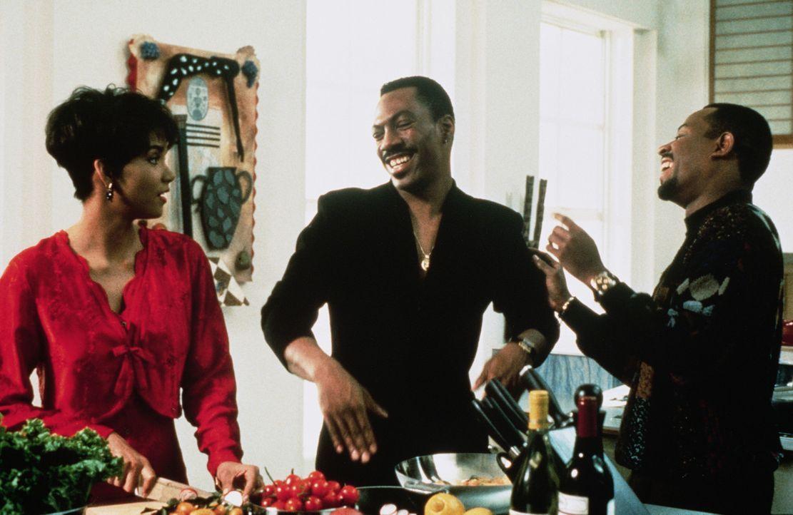 Der Sonyboy Marcus Graham (Eddie Murphy, M.) will unbedingt der umschwärmte Star unter seinen Freunden Tyler (Martin Lawrence, r.) und Angela (Hall... - Bildquelle: Paramount Pictures
