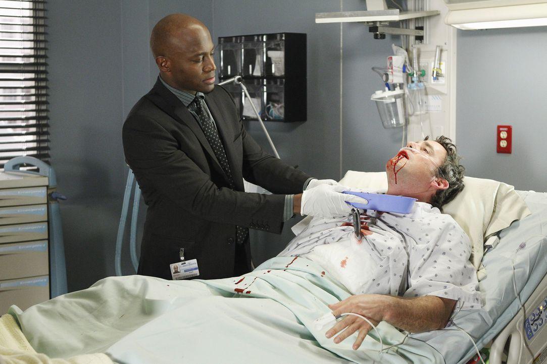 Lee McHenry (Nicholas Brendon, r.), Charlottes Vergewaltiger, wird mit einem Messer in der Brust ins Krankenhaus eingeliefert. Sam (Taye Diggs, l.)... - Bildquelle: ABC Studios