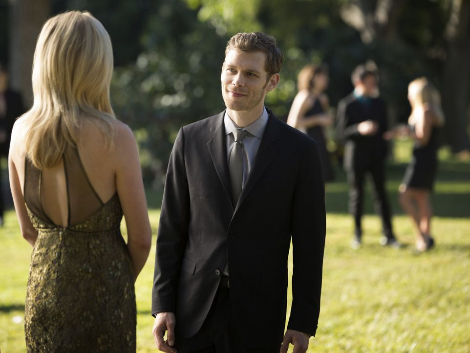 Caroline Forbes und Klaus - Bildquelle: Warner Bros. Entertainment Inc.