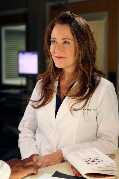 Cristina muss sie die seltsame Dr. Dixon (Mary McDonnell) bei einem Probearbeitstag betreuen, was ihr gar nicht gefällt ... - Bildquelle: Touchstone Television