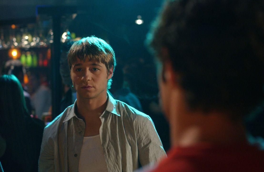 Seth (Adam Brody, r.) und Ryan (Benjamin McKenzie, l.) gehen auf ein Doppeldate mit Lindsay und Alex, doch das endet im Chaos ... - Bildquelle: Warner Bros. Television