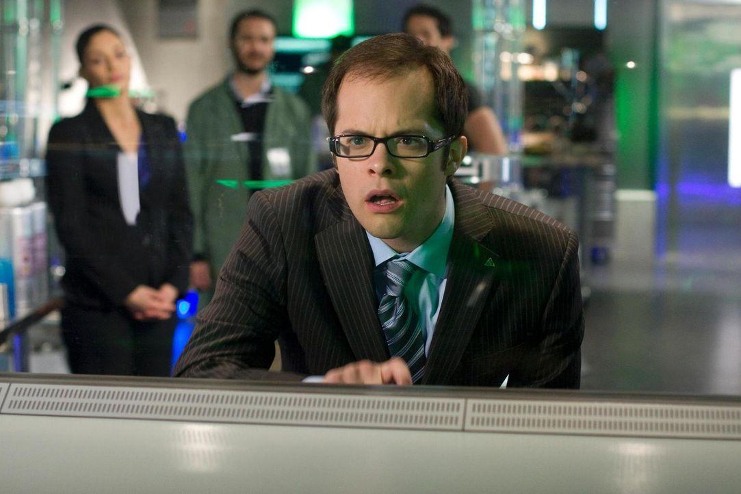 Carter und Jo müssen gegen eine wutentbrannte Menge von GD-Mitarbeitern kämpfen, die nur eines wollen: ihren Boss Fargo (Neil Grayston, vorne) lynch... - Bildquelle: Universal Television