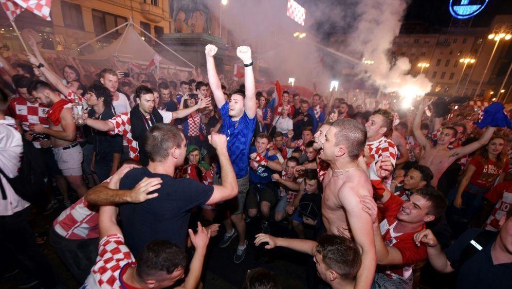 Der Jubel der kroatischen Fans kennt keine Grenzen - Bildquelle: AFPSIDDenis Lovrovic