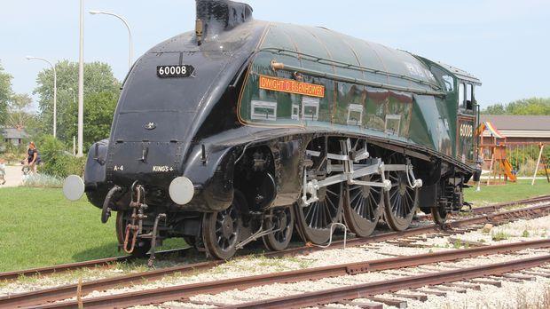 Der Transport von mehreren Tonnen schweren Eisenbahnen stellt sich als kompli...
