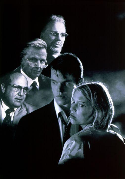 """Artwork von """"Der Regenmacher"""" : Rudy Baylor (Matt Damon, 2.v.r.), Kelly Riker (Claire Danes, r.), Leo F. Drummond (Jon Voight, 2.v.l.), Bruiser Ston... - Bildquelle: Paramount Pictures"""