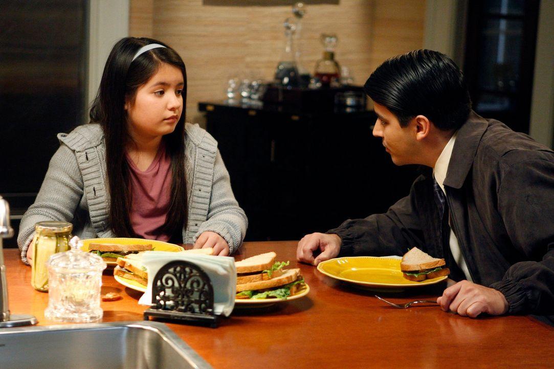 Wird Brian (Douglas Spain, r.) das Sorgerecht für seine Schwester Olivia (Isabella Rae Thomas, l.) bekommen? - Bildquelle: 2011 American Broadcasting Companies, Inc. All rights reserved.