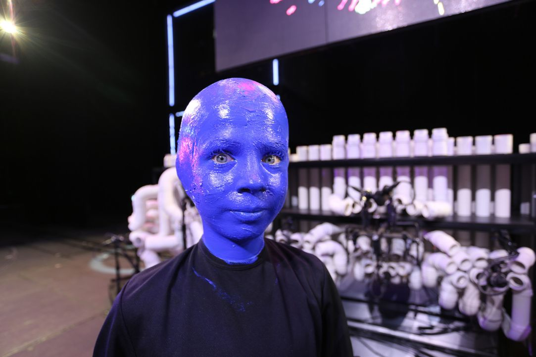 """Ein großer Wunsch geht für Tim in Erfüllung: Er darf bei der Blue Man Group"""" mitauftreten ... - Bildquelle: SAT.1"""