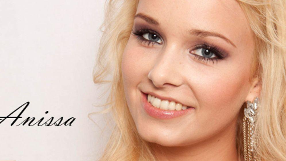 Die 23-jährige Hannoverin ist staatlich geprüfte Kosmetikerin. Sie legt viel... - Bildquelle: © ProSieben // Charlie Sperring