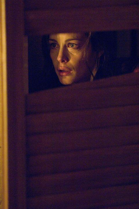 Plötzlich findet Kristen (Liv Tyler) dubiose Kritzeleien auf den Fensterscheiben des einsam gelegenen Wochenendhäuschen ihres Freundes vor, die sie... - Bildquelle: Glenn Watson 2007 Focus Features LLC.  All Rights Reserved.