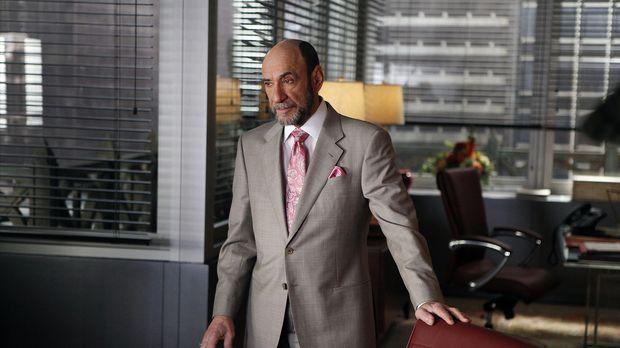 Der Anwalt Burl Preston (F. Murray Abraham) vertritt eine Filmfirma vor Geric...