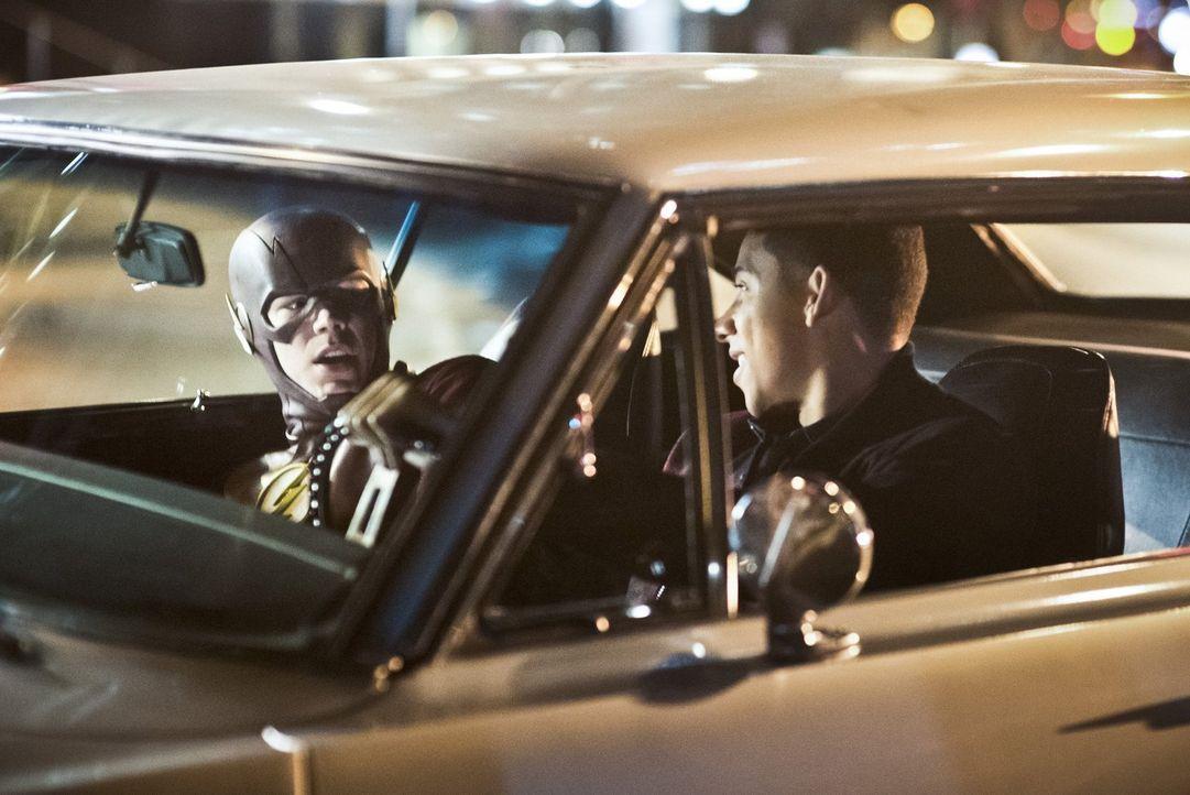 Wally (Keiynan Lonsdale, r.) hilft Barry alias The Flash (Grant Gustin, l.) gegen die riesige Anzahl von bösen Metawesen anzugehen - sehr zum Missfa... - Bildquelle: Warner Bros. Entertainment, Inc.