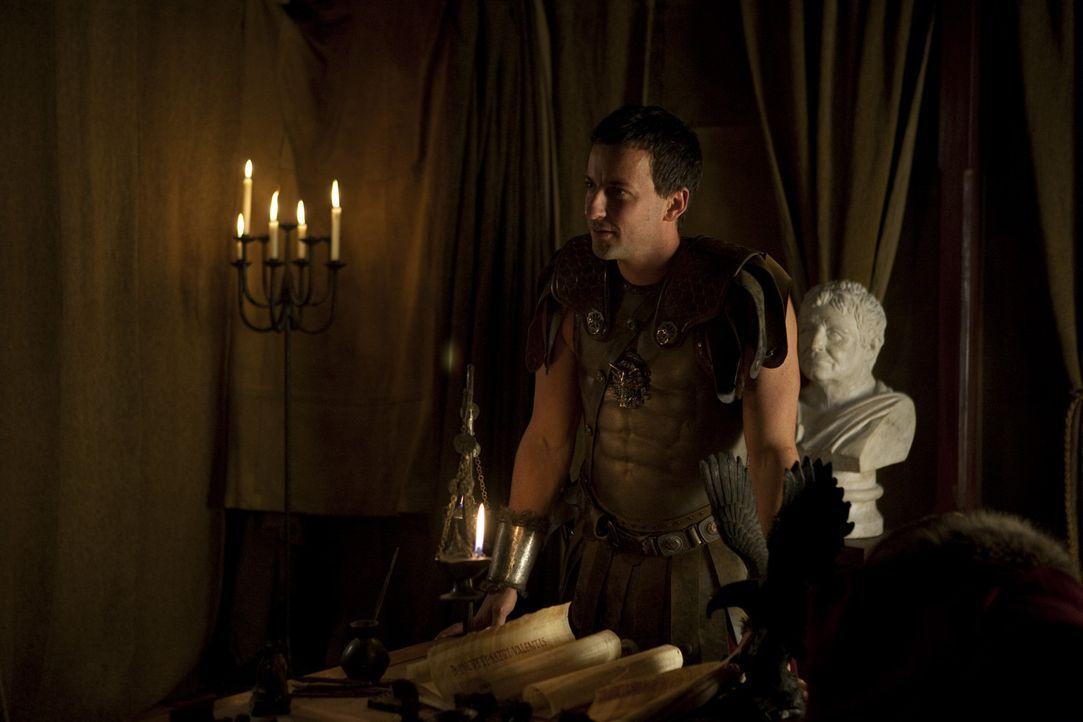 Der Befehlshaber der römischen Armee, Claudius Glaber (Craig Parker), spielt mit dem Thrakerstamm ein unfaires Spiel. Als daraufhin die Thraker reb... - Bildquelle: 2010 Starz Entertainment, LLC