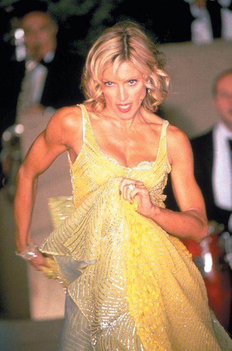 Die unzufriedene, reiche und überkandidelte Zicke Amber (Madonna) lässt ihre Launen gerne an ihren Mitmenschen aus, doch eines Tages wendet sich d... - Bildquelle: 2003 Sony Pictures Television International