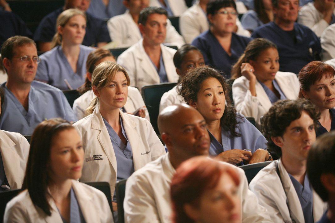 """Bei einer Versammlung informiert Richard die Belegschaft des """"Seattle Grace"""" darüber, dass im Krankenhaus ab sofort neue Regeln gelten. Meredith (E... - Bildquelle: Touchstone Television"""