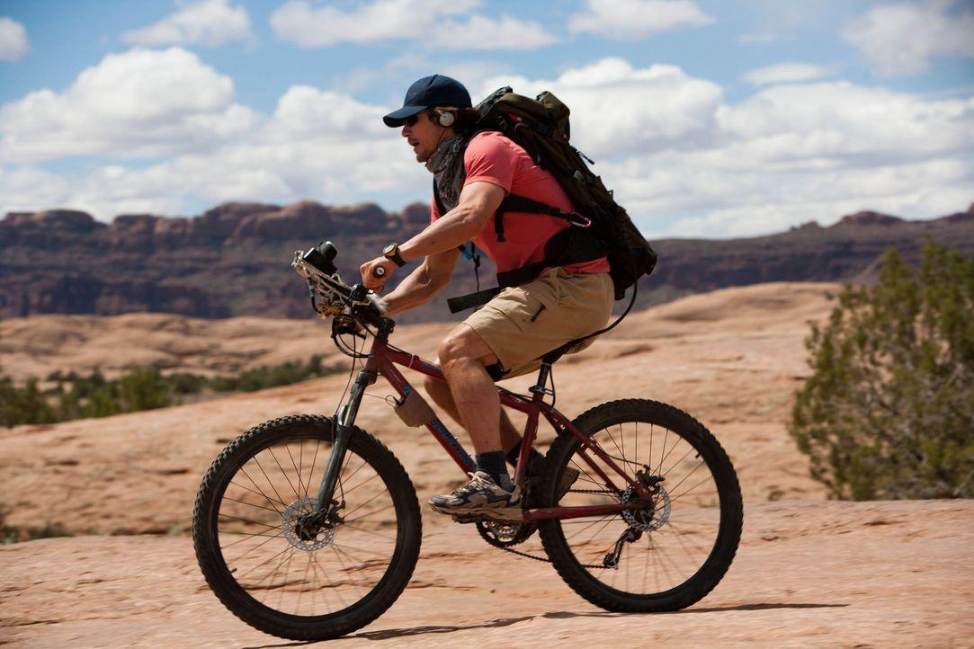 Es sollte eine normale Bergtour werden, doch plötzlich findet sich Aron Ralston (James Franco) in der Falle: eingeklemmt zwischen einem 500 Kilo sc... - Bildquelle: 2010 Twentieth Century Fox Film Corporation. All rights reserved.
