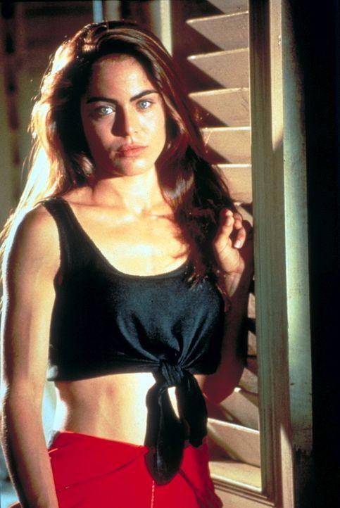 Die attraktive Fallschirmspringerin Jessie Crossman (Yancy Butler) steht Nessips Vermutung zunächst skeptisch gegenüber ... - Bildquelle: Paramount Pictures