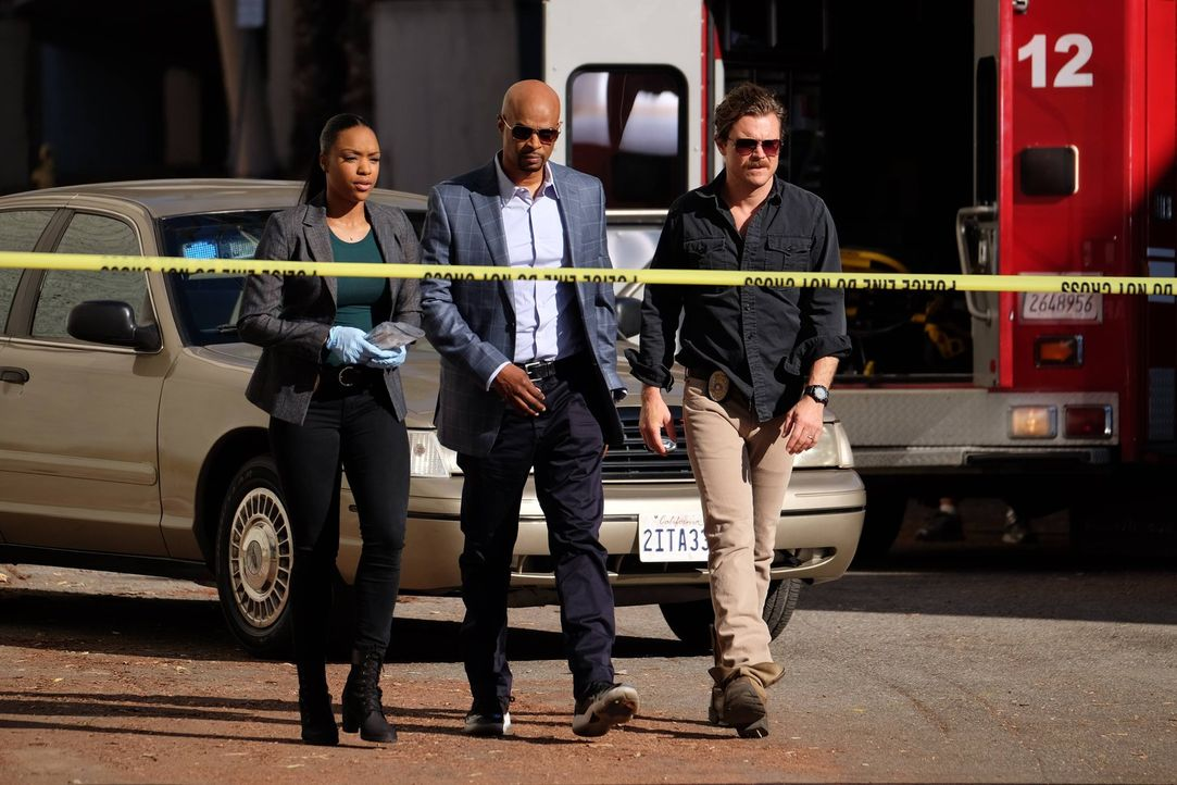Müssen einen neuen Fall aufdecken. Doch dabei geraten sie zwischen die Fronten eines Bandenkriegs: Sonya (Michelle Mitchenor, l.), Riggs (Clayne Cra... - Bildquelle: 2016 Warner Brothers