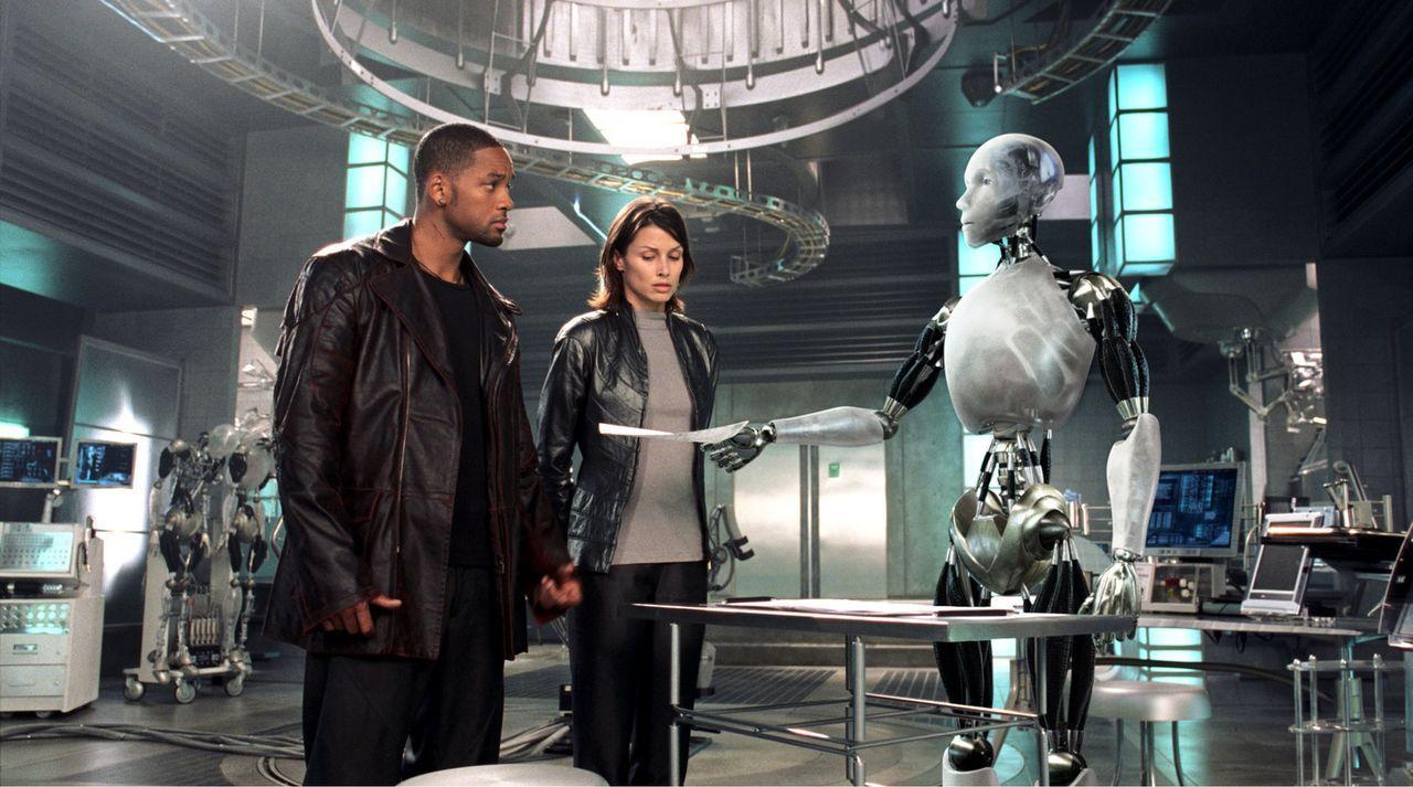 Mit Hilfe der Roboterpsychologin Dr. Susan Calvin (Bridget Moynahan, r.), die der festen Überzeugung ist, dass die ehernen Robot-Gesetze zum Schutz... - Bildquelle: 2004 Twentieth Century Fox Film Corporation. All rights reserved.