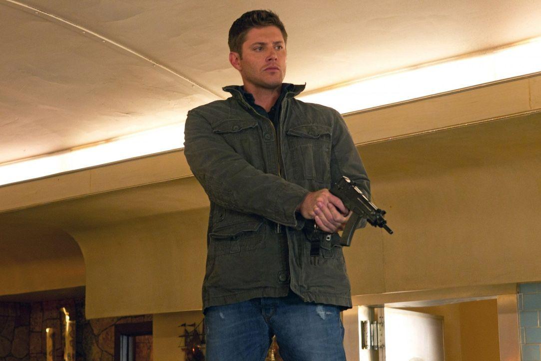 Sam und Dean (Jensen Ackles) werden über Nacht zu Amerikas meistgesuchten Verbrechern, während Bobby sich den Kopf über den gefangenen Leviathan zer... - Bildquelle: Warner Bros. Television
