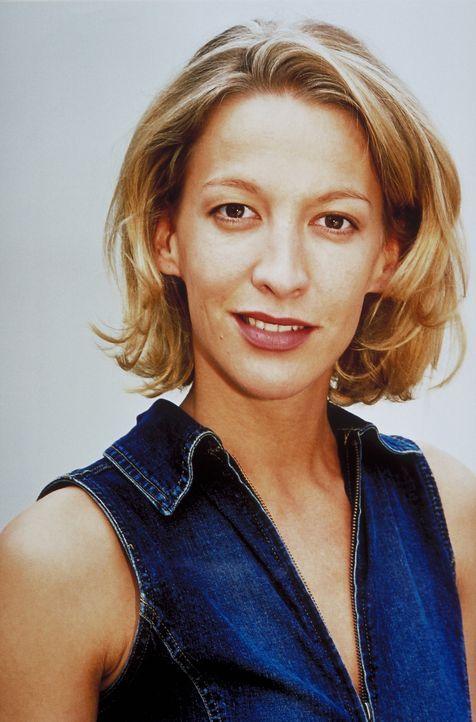 Als Immobilienmaklerin ist die junge Carla (Niki Greb) überaus erfolgreich. Eines Tages erhält sie ein folgenschweres Angebot ... - Bildquelle: Christa Köfer ProSieben/Köfer