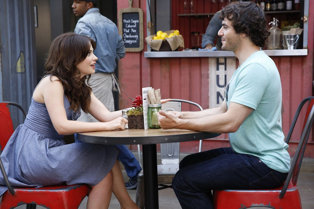 Hat Jess (Zooey Deschanel, l.) mit Jacob (Ryan O'Flanagan, r.) tatsächlich einen guten Date-Partner gefunden? - Bildquelle: 2014 Twentieth Century Fox Film Corporation. All rights reserved.