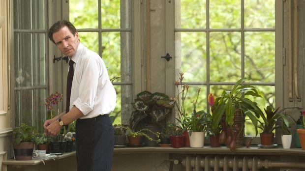 Justin Quayle (Ralph Fiennes), Diplomat im britischen Hochkommissariat in Nai...