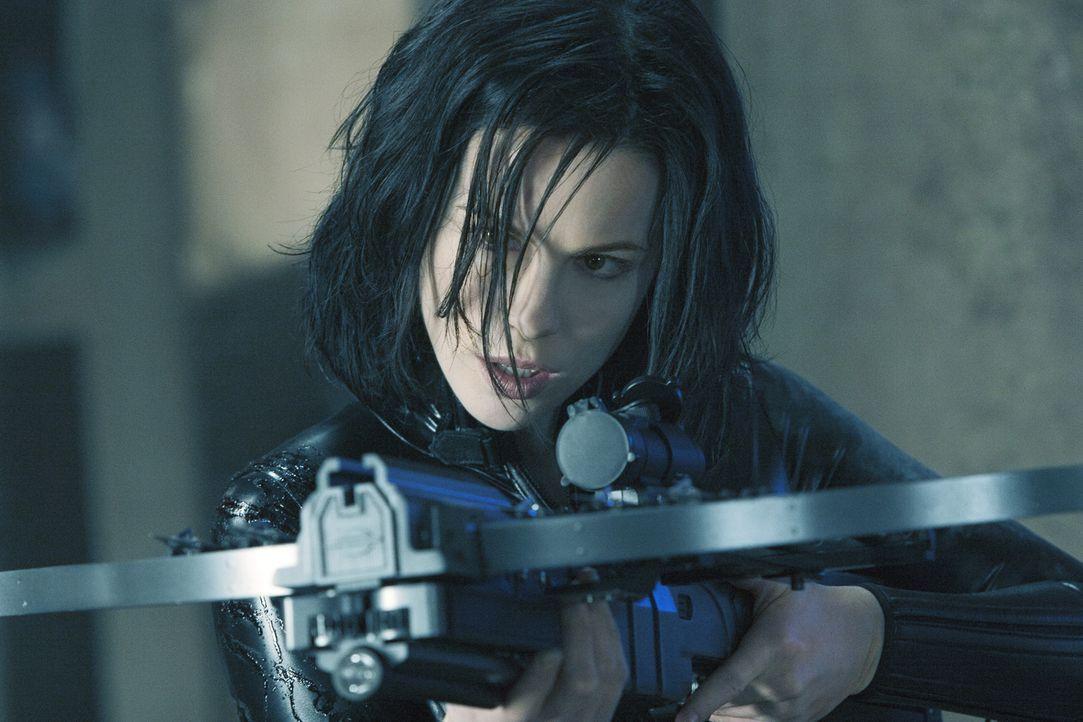 Wütend, dass sie von ihrer eigenen Familie verraten wurde, macht sich Vampirin Selene (Kate Beckinsale) daran, die letzten Geheimnisse aufzudecken .... - Bildquelle: Sony Pictures Television International. All Rights Reserved.