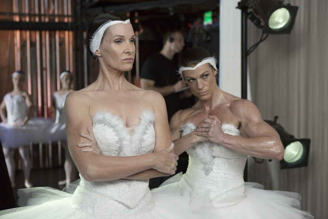 Im Ballett kann es nur einen Star geben - wenn es nach Heather Darcy (Molly Shannon, l.) geht, dann heißt dieser Star Heather Darcy ... - Bildquelle: 2013 Constantin Film Verleih GmbH.