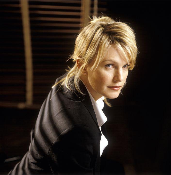 """(2. Staffel) - Die einzige weibliche Detektivin in Philadelphia, Lilly Rush (Kathryn Morris), hat sich auf so genannte """"Cold Cases"""" spezialisiert -... - Bildquelle: Warner Bros. Television"""