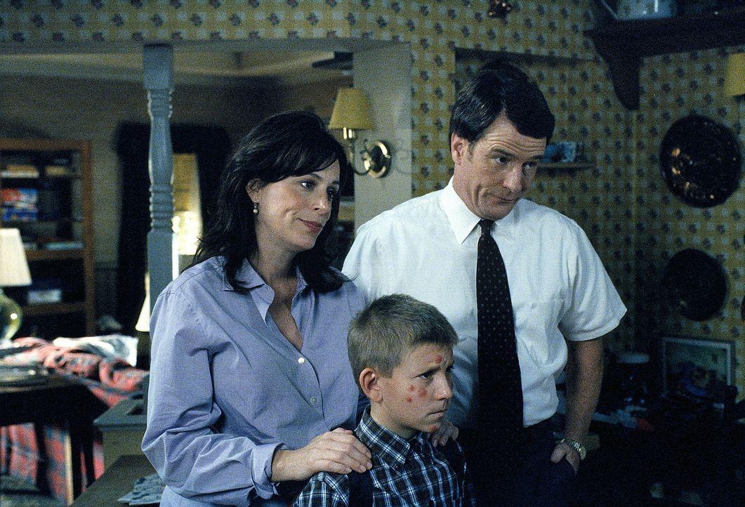 Der tägliche Stress hat Lois (Jane Kaczmarek, l.) dermaßen mitgenommen, dass ihr von ihrem Arzt empfohlen wird, für einige Zeit das eigene Heim z... - Bildquelle: TM +   2000 Twentieth Century Fox Film Corporation. All Rights Reserved.