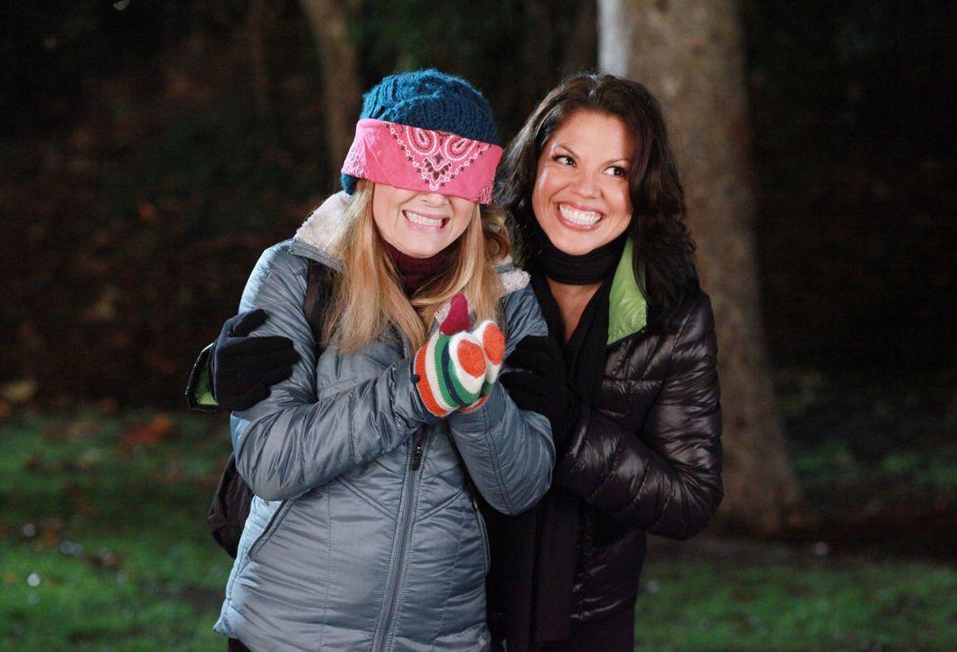 Da wird Arizona (Jessica Capshaw, l.) Augen machen - Callie (Sara Ramirez, r.) hat zum Valentinstag eine Überraschung für sie vorbereitet ... - Bildquelle: ABC Studios