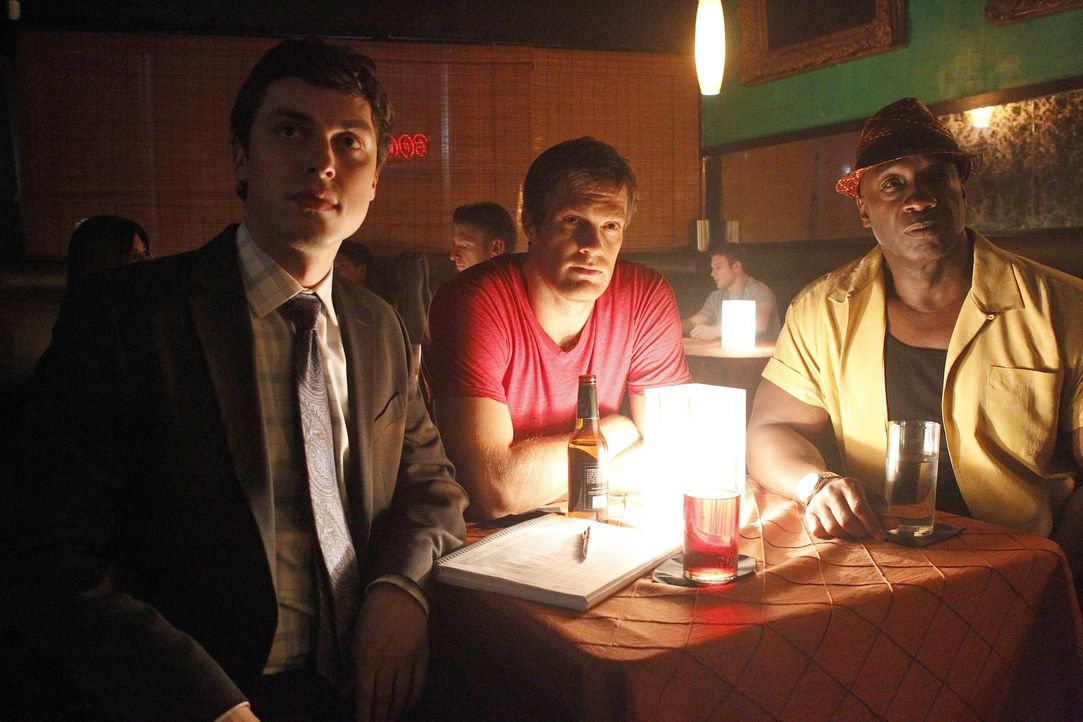 In einem Nachtclub auf Spurensuche: Walter Sherman (Geoff Stults, M.) und Leo Knox (Michael Clarke, r.) werden von Dr. Lance Sweets (John Francis Da... - Bildquelle: 2012 Twentieth Century Fox Film Corporation. All rights reserved.