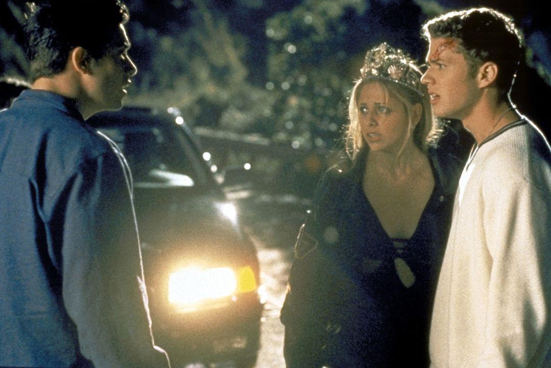 Ein Autounfall mit Folgen: Ray (Freddie Prince Jr., l.), Helen (Sarah Michelle Gellar, M.) und Barry (Ryan Phillippe, r.) überlegen, wie man die Le... - Bildquelle: Columbia Pictures