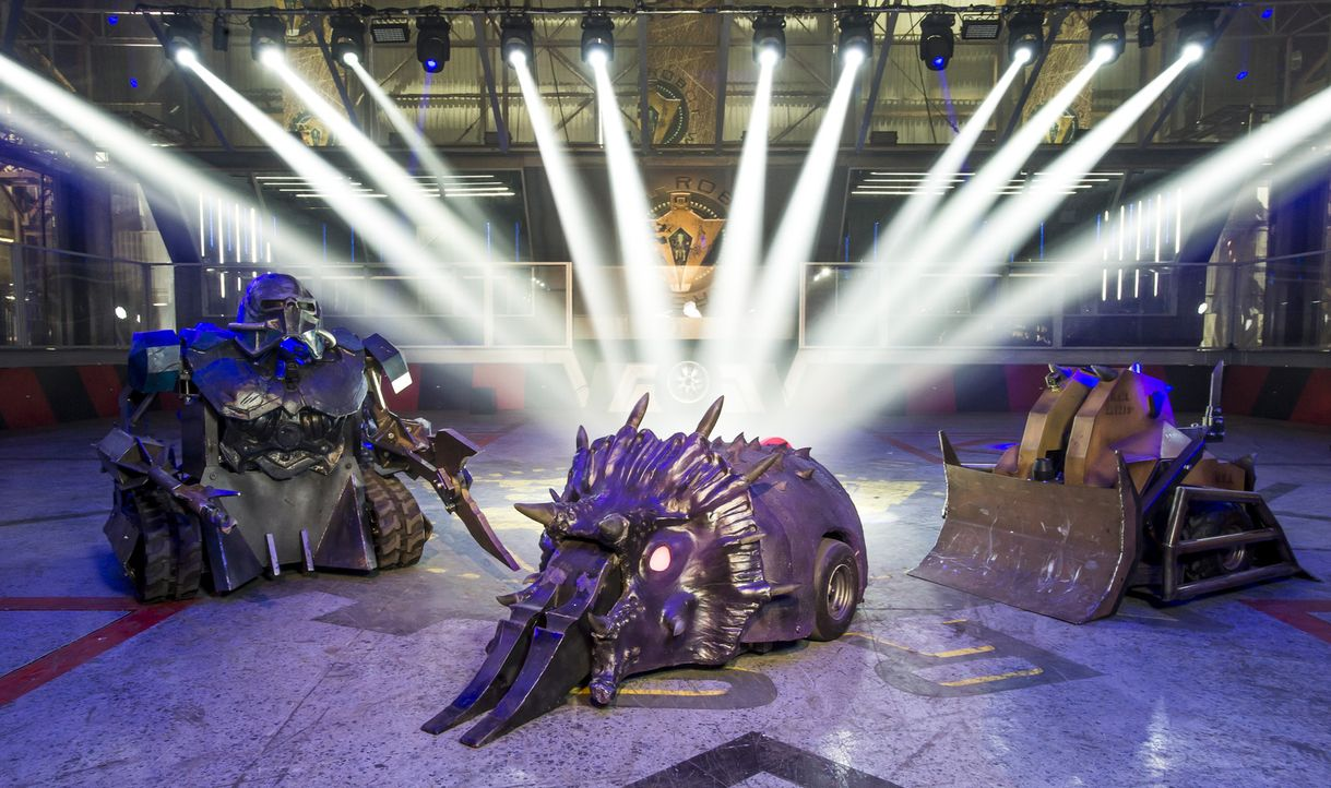 """Können die 40 Teams mit ihren selbst gebauten Robotern bei """"Robot Wars"""" nicht nur einander besiegen, sondern auch gegen den Hausroboter Sir Killalot... - Bildquelle: Alan Peebles"""