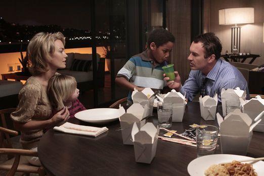Nip/Tuck - Eine glückliche Familie? Kimber (Kelly Carlson, l.), Jenna (Darste...