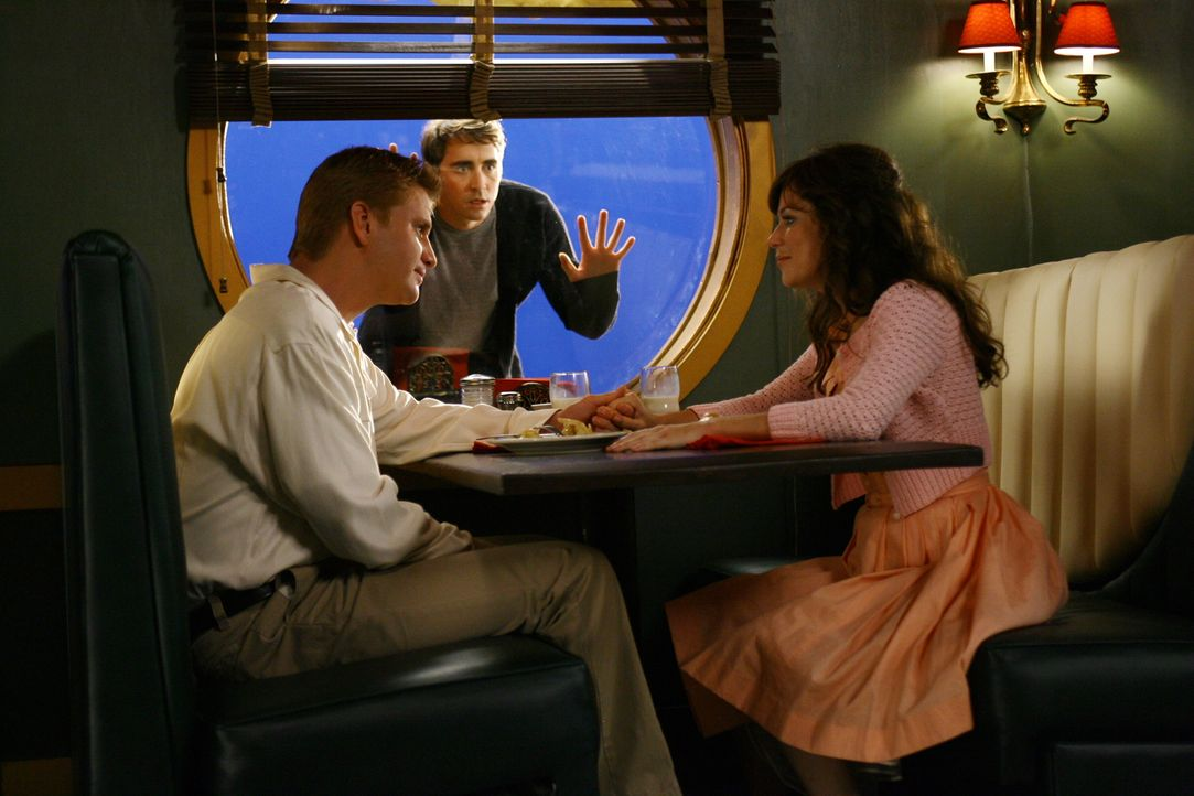 Ned (Lee Pace, M.) ist besorgt um Chuck (Anna Friel, r.) , denn Lemuel 'Lefty Lem' Weinger (Dash Mihok, l.) ist nicht der, für den er sich ausgibt .... - Bildquelle: Warner Brothers