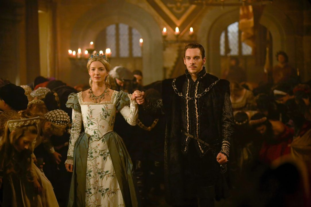 Obwohl Henry (Jonathan Rhys Meyers, r.) erst kurz mit Jane (Annabelle Wallis, l.) verheiratet ist, beginnt er eine Affäre mit einer anderen ... - Bildquelle: 2009 TM Productions Limited/PA Tudors Inc. An Ireland-Canada Co-Production. All Rights Reserved.