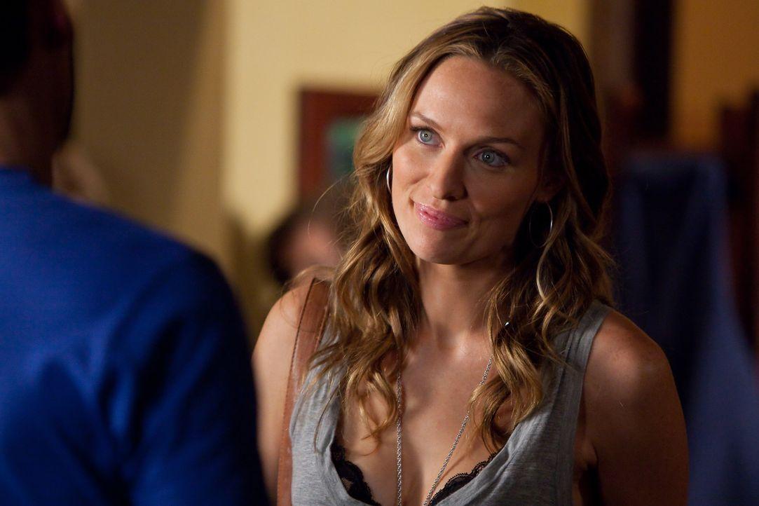 Outet sich Damon und Alaric gegenüber als Werwolf und gibt ihen zu verstehen, dass sie das eingeflösste Eisenkraut in ihrem Drink längst bemerkt hat... - Bildquelle: sixx (Komm./PR) Warner Brothers
