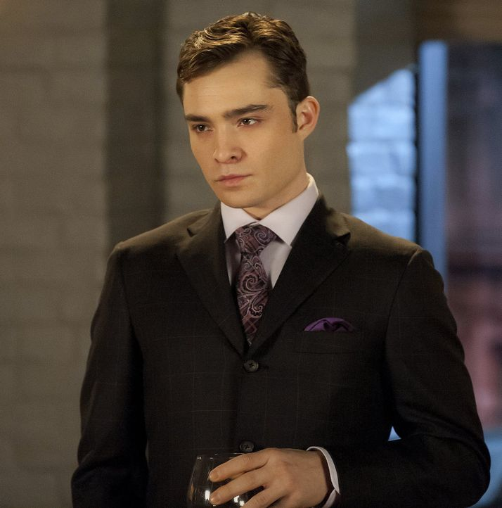 Chuck (Ed Westwick) will sich an Dan rächen und sorgt dafür, dass Alessandra unwissentlich nicht Dans Exposé für einen neuen Roman an dessen Verlege... - Bildquelle: Warner Bros. Television