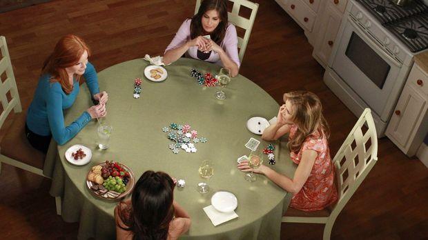 Das letzte Pokerspiel: Susan (Teri Hatcher, hinten), Lynette (Felicity Huffma...
