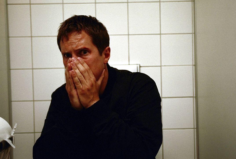 Tief betrauert Lars (Benno Fürmann) seine verstorbene Mutter. Er ahnt nichts von ihrem verhängnisvollen Doppelleben ... - Bildquelle: Jeanne Degraa ProSieben
